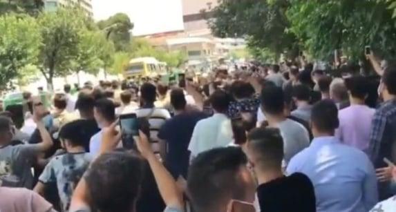 Tiros contra manifestantes não inibem protestos no Irã