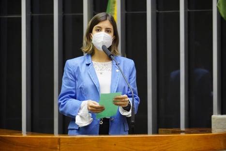 """Tabata: """"O ministro precisa se preocupar menos com discursos mentirosos na TV"""""""