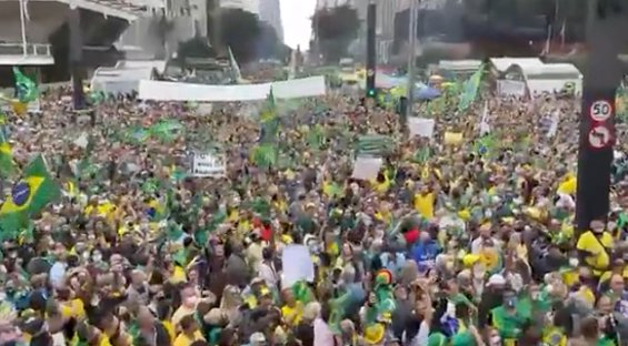 Ato na Paulista pede voto impresso; Bolsonaro discursa por vídeo