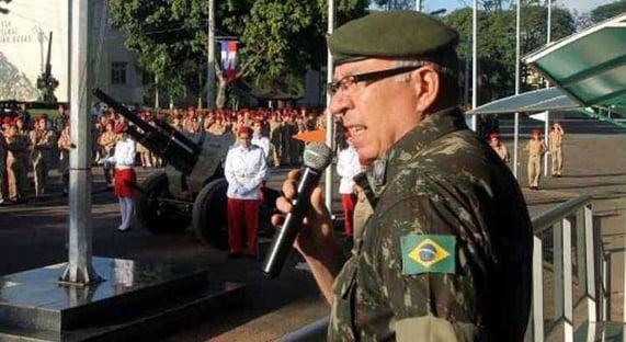 Triste espetáculo de subserviência e anacronismo, diz general sobre micareta militar
