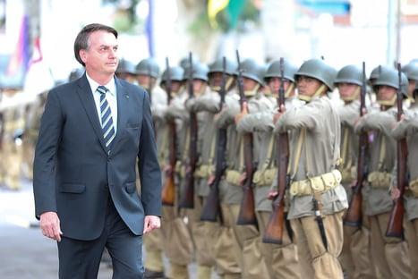 Militares pressionam Bolsonaro para que ele vete revogação da LSN, diz jornal