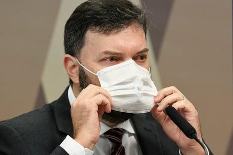 Coronel negociou vacinas para mercado privado um mês antes de lei sobre o tema