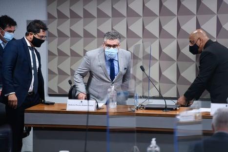 Senadores ameaçam diretor do FIB Bank de prisão