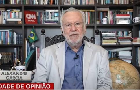 CNN desmente ao vivo fake news de Alexandre Garcia sobre vacinação