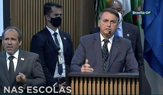 """""""Se eu errar, não precisa de impeachment, vou embora"""", diz Bolsonaro"""