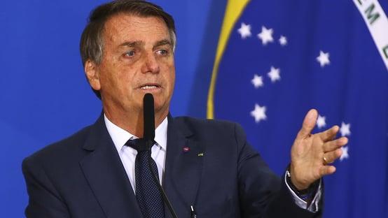 Após orientação da Anvisa, Bolsonaro cancela viagem e fará reunião virtual