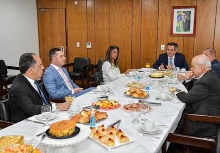 """""""Estamos unidos, empenhados no trabalho pelo nosso país"""", diz Ciro Nogueira"""