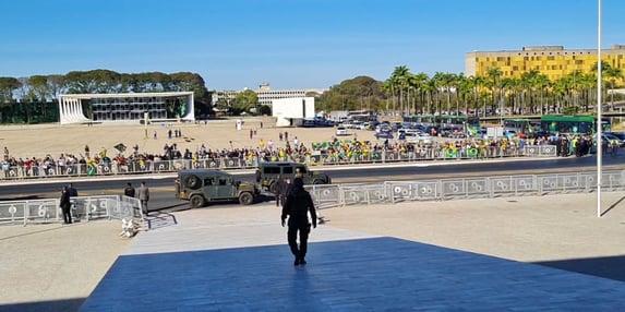 A parada militar bananeira de Bolsonaro foi um fiasco