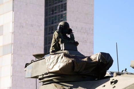 Tanques tiveram que voltar a Brasília para micareta militar