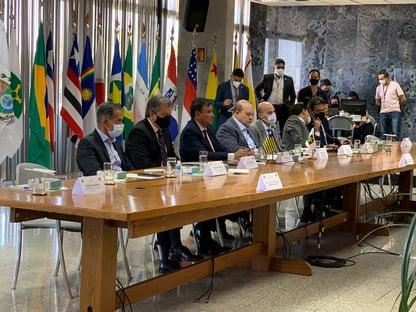 Governadores pedem reunião de Bolsonaro com demais Poderes