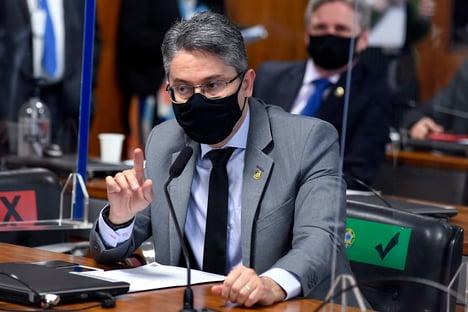 """""""Eu estou tentando lhe ajudar a passar menos vergonha"""", diz Vieira a Marcos Rogério"""