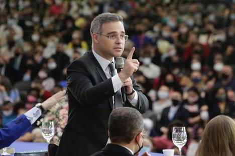 Evangélicos vão a Bolsonaro cobrar indicação de Mendonça para o STF
