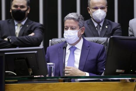 Lira comemora mudança na regra de cálculo do ICMS e pressiona Petrobras