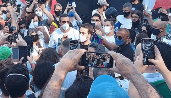 """""""Se não sair agora, sairá nas urnas"""", diz Eduardo Leite, sobre Bolsonaro"""