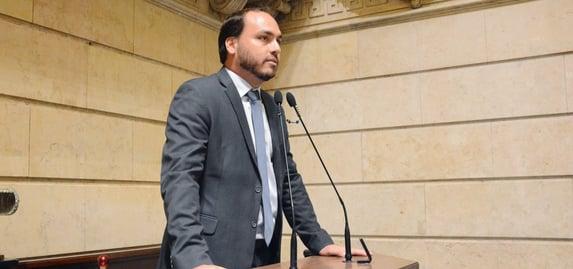 CPI da Covid: Renan avisa que vai pedir o indiciamento de Eduardo Bolsonaro e Carluxo