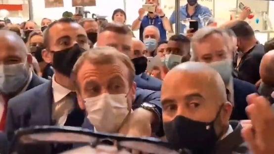 Homem que jogou ovo em Macron é internado em centro psiquiátrico
