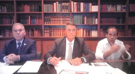 Em live com Queiroga, Bolsonaro se diz melhor do que quem tomou Coronavac