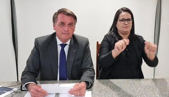 Bolsonaro poupa Moraes e diz que pode falar com Barroso, mas debocha de ministro