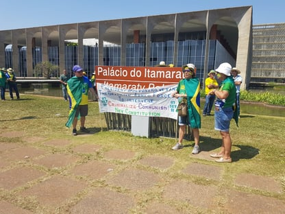 Debandada de manifestantes da Esplanada cresce após carta de Bolsonaro