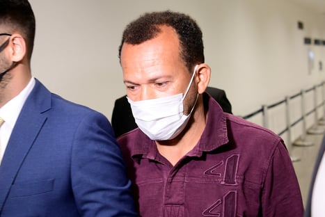 Motoboy diz que entregou pen drive em andar onde ficava sala de Roberto Dias