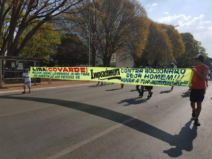"Na Esplanada, manifestantes pró-impeachment de Bolsonaro chamam Arthur Lira de ""covarde"""
