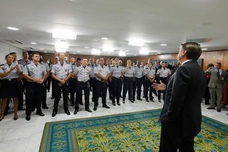 De olho em apoio de policiais, Bolsonaro lança programa habitacional para forças de segurança