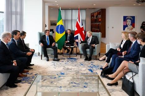 Em reunião, Boris Johnson pergunta se Bolsonaro tomou vacina