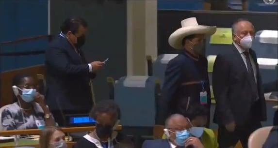 Pedro Castillo, do Peru, se recusa a ouvir Bolsonaro