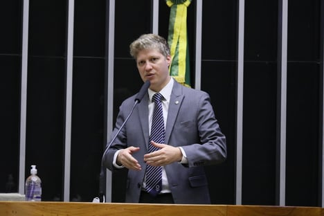 """Van Hattem provoca Centrão: """"Parece-me que já há um substituto em vista para Guedes"""""""