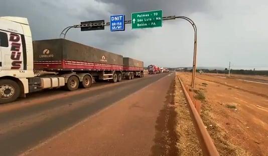 Após reunião com Bolsonaro, caminhoneiros dizem que só acabam com bloqueios se pauta anti-STF avançar