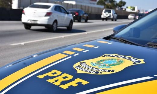 Motorista é flagrado com quase R$ 500 mil em mala na Fernão Dias