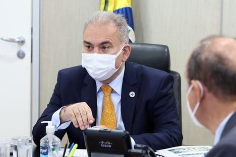Queiroga leva mulher, filhos e parentes de ministros em voos da FAB