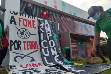 """Aprosoja aciona autoridades após depredação da sede: """"Invasão covarde"""""""