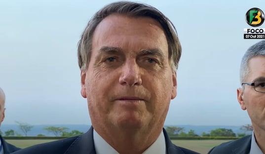 """Bolsonaro critica projeto sobre absorventes: """"É para desgastar"""""""