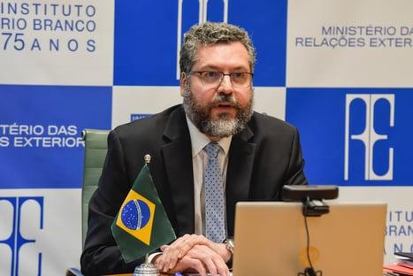 """Aos senadores, Ernesto Araújo afirma: """"Não temos problemas com a China"""""""