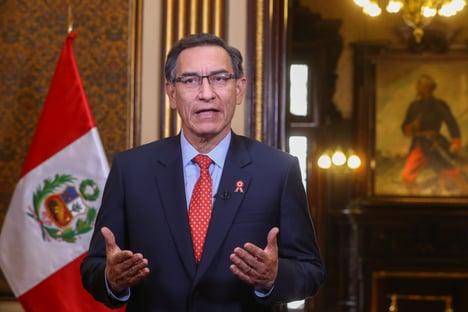Ex-presidente peruano que furou fila da vacinação está com Covid