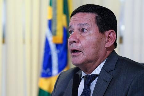 Mourão defende que quem tem condições pague por ensino público