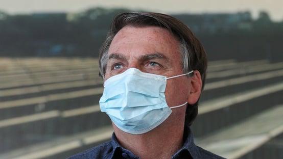 Bolsonaro critica 'projetos de ditadores nanicos' contra a pandemia