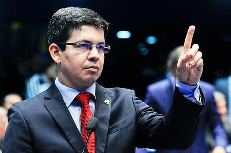 """""""CPI vai investigar fatos, não pessoas"""", diz Randolfe Rodrigues"""