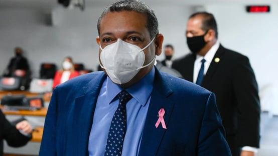 Crusoé: o Senado de costas para o Brasil