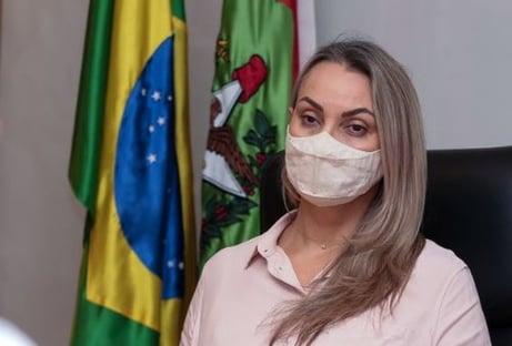 Governadora interina de SC apaga tweet em que condenava agressão a jornalistas