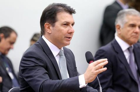 Provável relator tenta justificar ausência de políticos na reforma administrativa