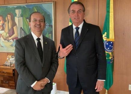 Bolsonaro recebe convite para se filiar ao PL de Valdemar Costa Neto