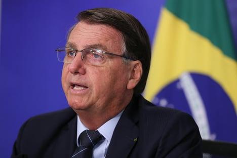 Bolsonaro pede a caminhoneiros para não fazerem greve