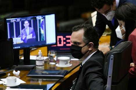 Governo busca acordo para votar 'orçamento extrateto' ainda hoje