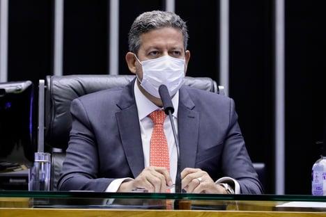Lira avalia tirar reforma administrativa da CCJ da Câmara