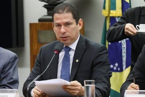 Marcelo Ramos critica projeto que quebra patentes de vacinas