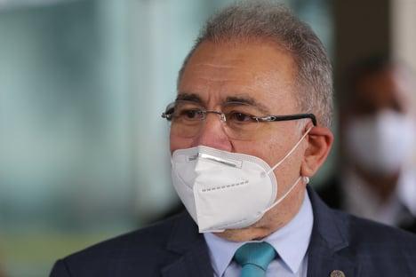Queiroga critica uso obrigatório de máscara