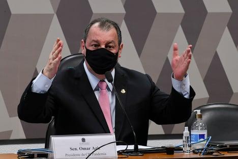 """Se troca de ministro da Saúde como se troca de camiseta"""
