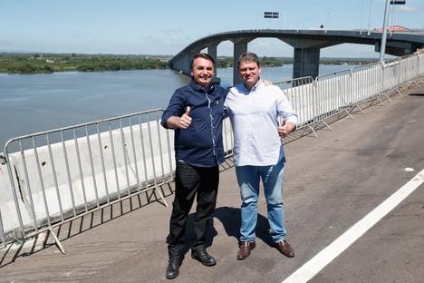 Crusoé: ministros de Bolsonaro fazem campanha com seu dinheiro